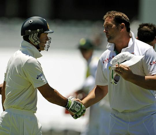 File Pic: Jacques Kallis(R) shakes hands with Ricky Ponting