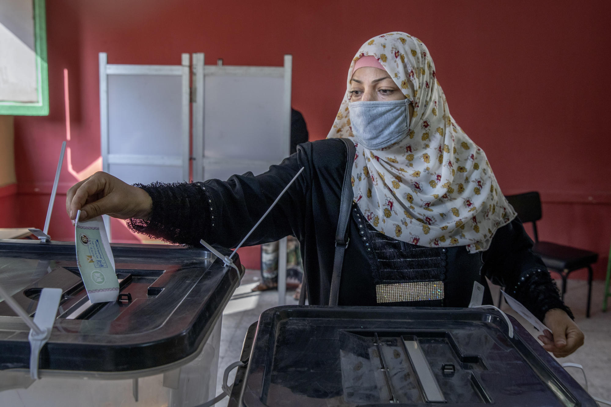 Egyptians vote in second day of parliamentary elections