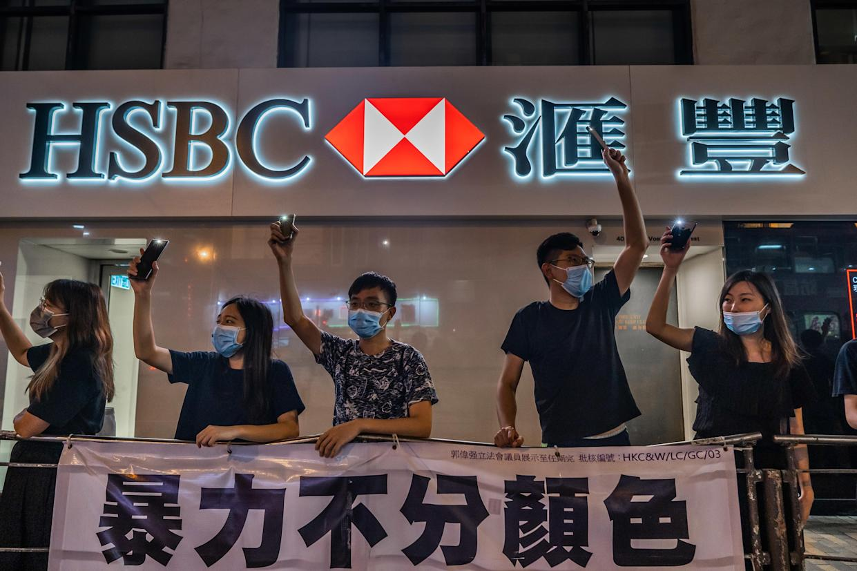 HONG KONG, CHINA - 2019/08/23: Protesters form a human chain in front of a HSBC bank branch. (Photo by Geovien So/SOPA Images/LightRocket via Getty Images)
