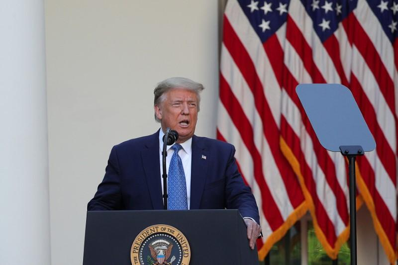 Trump strategizes with campaign advisers on re-election amid growing challenges