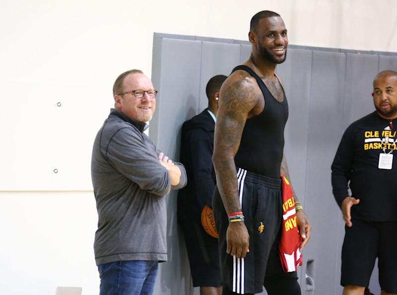 Cavs general manager David Griffin chats with LeBron James during practice at the 2016 NBA Finals. (Nathaniel S. Butler/NBAE/Getty Images)
