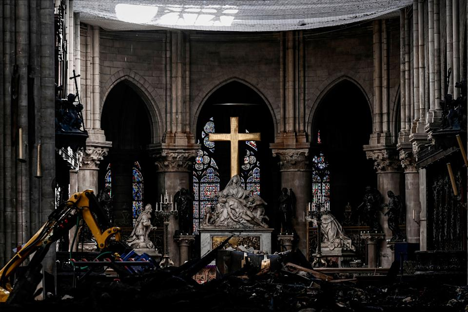 Rubble and the cross inside the Notre Dame de Paris Cathedral, May 15, 2019 in Paris. (Photo: Philippe Lopez/Pool via AP)