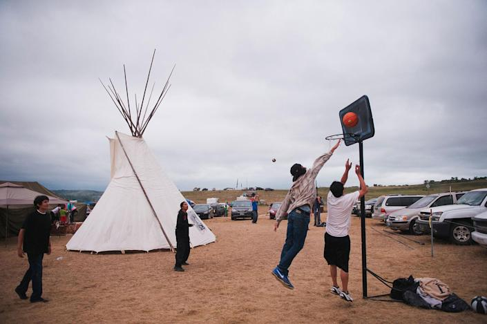 <p>Native Americans play basketball in an encampment where demonstrators trying to stop the Dakota Access oil pipeline have gathered near the Standing Rock Sioux reservation in Cannon Ball, N.D., on Sept. 5, 2016. (Photo: Andrew Cullen/Reuters) </p>