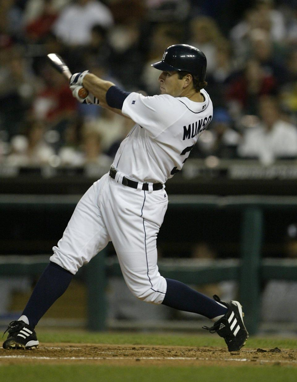 Detroit Tigers' Eric Munson (31) swings into an out against the Chicago White Sox at Comerica Park in Detroit on Monday, Sept. 27, 2004