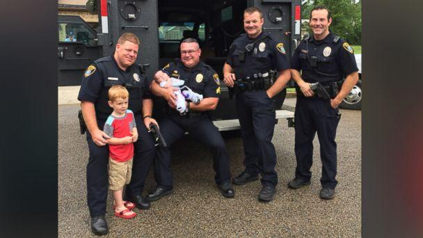 PHOTO: Mason Williams, of Longview, Texas, was surprised by police officers at his police-themed 4th birthday party. (Courtesy Katy Williams)