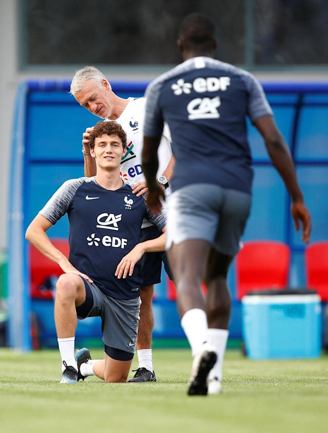 Soccer Football - World Cup - France Training - France Training Camp, Moscow, Russia - June 23, 2018 France's Benjamin Pavard and coach Didier Deschamps during training REUTERS/Axel Schmidt