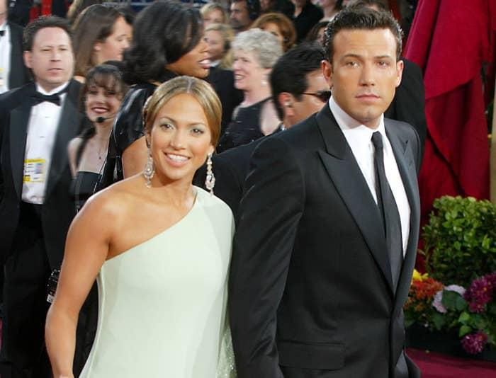 An older photo of Ben and Jennifer on a red carpet