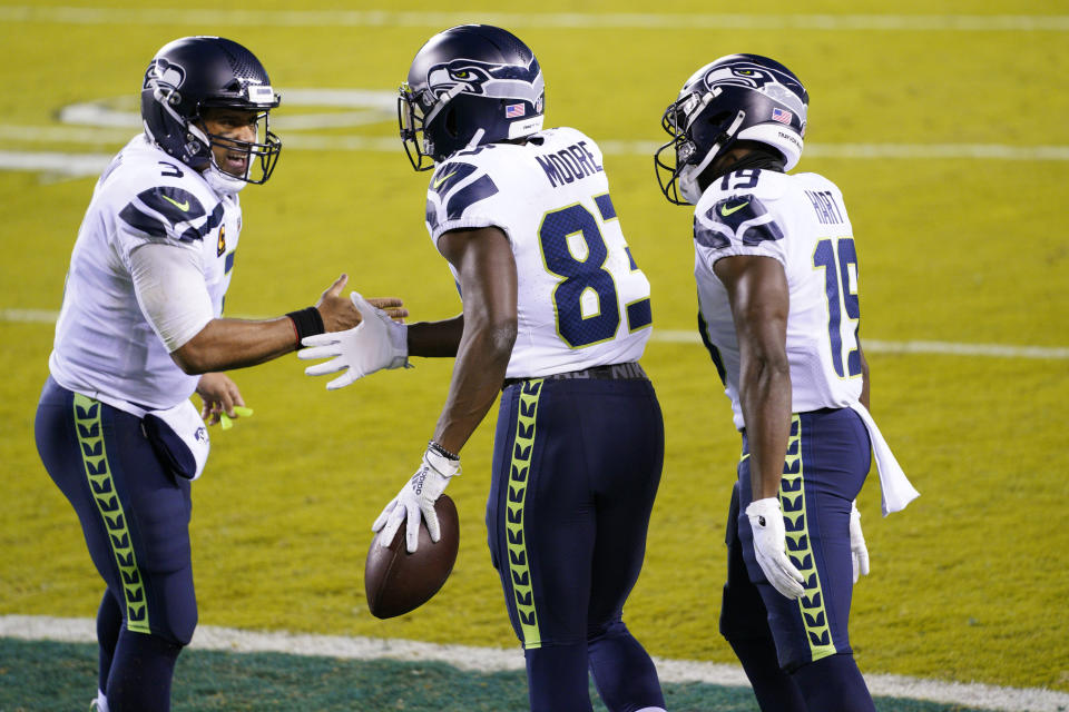 Seattle's David Moore (83) earned a hefty bonus thanks to Russell Wilson (3) late in the Seahawks' victory on Sunday. (AP Photo/Chris Szagola)