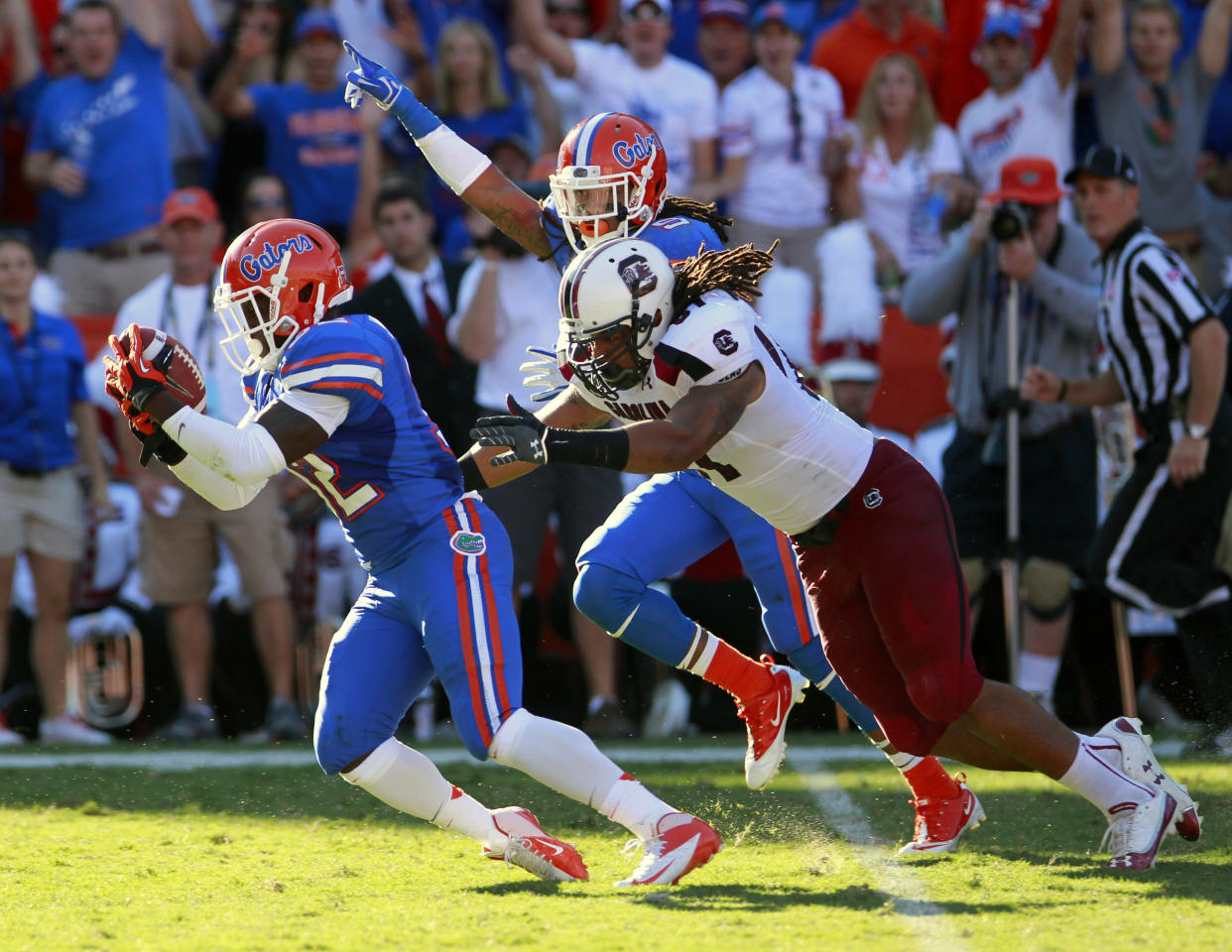 Florida's Chris Johnson, left, runs the ball to the 1-yard line in front of South Carolina's Justice Cunningham, right, after recovering a fumble on a kickoff during the first half of an NCAA college football game, Saturday, Oct. 20, 2012, in Gainesville, Fla. (AP Photo/John Raoux)
