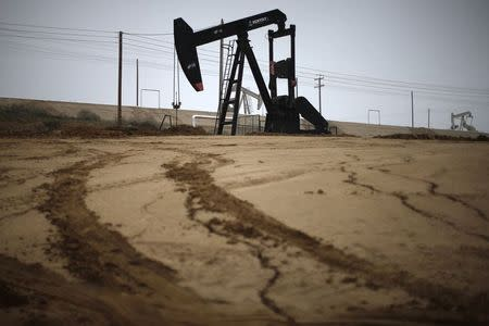 Oil prices move higher on signs of market stabilization