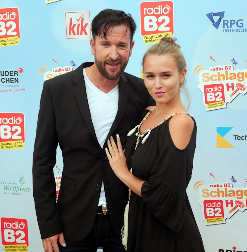 13 July 2019, Berlin: Singer Michael Wendler and his girlfriend Laura Müller at the radio B2 Schlagerhammer at the racecourse in Hoppegarten. Photo: XAMAX/dpa (Photo by XAMAX/picture alliance via Getty Images)