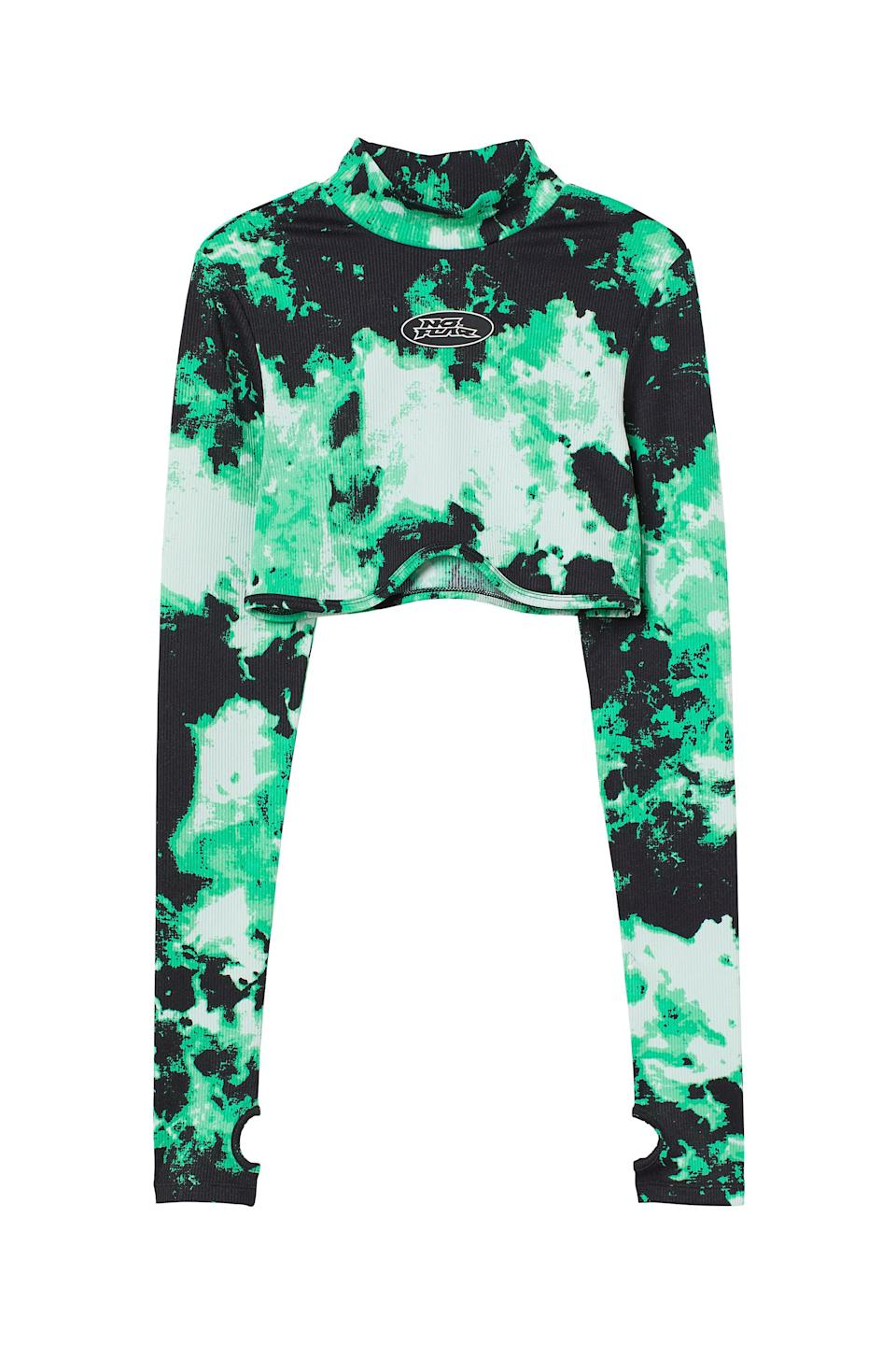 <p>We love all the details on this <span>No Fear x H&amp;M Long-sleeved Crop Top</span> ($18). The slightly curved under bust is so fun, and we're very into the print.</p>
