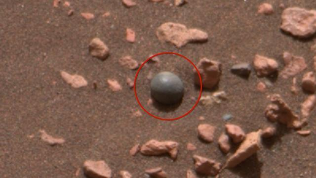 A 'cannonball' on Mars has UFO hunters excited