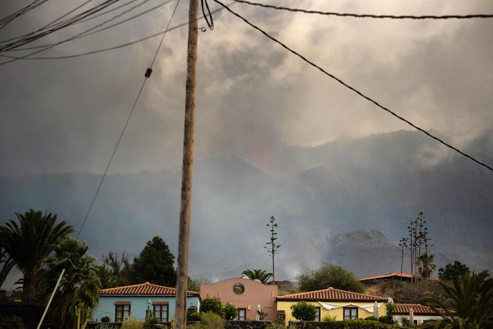 A column of smoke and pyroclastic materials spewed by the Cumbre Vieja volcano is seen from the neighbourhood of Todoque in Los Llanos de Aridane on the Canary island of La Palma in September 24, 2021.