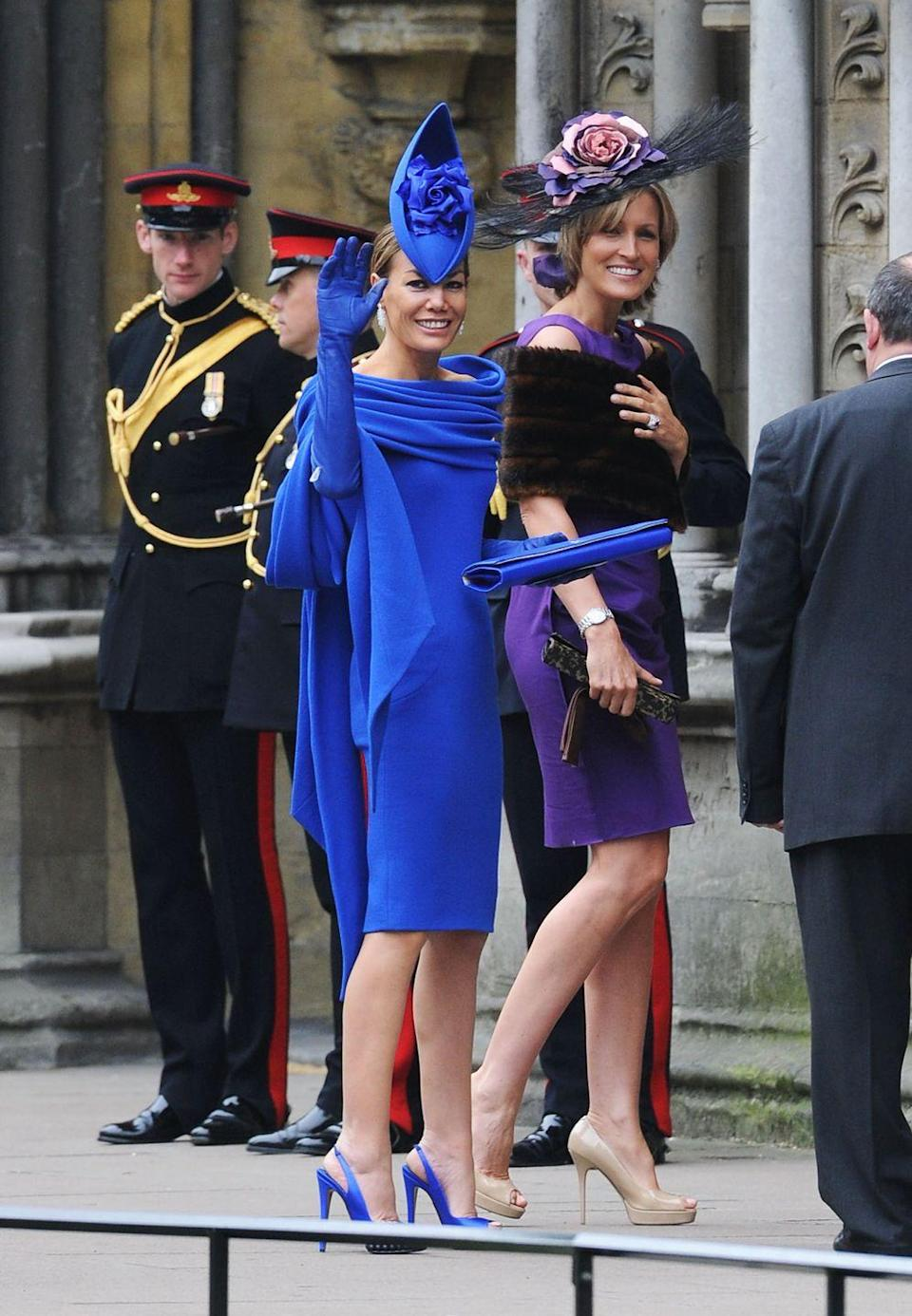 <p>Tara Palmer-Tomkinson arrives at Will and Kate's nuptials in a bold blue outfit complete with boat-shaped fascinator and elbow-length gloves.</p>