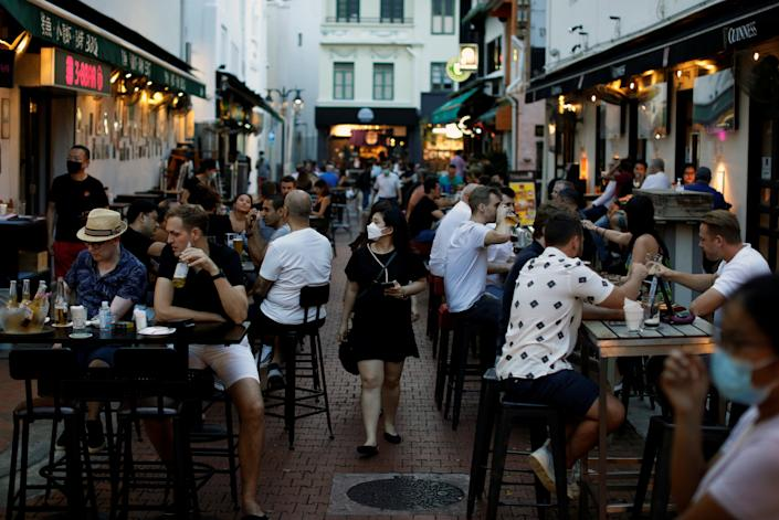 People dine at Boat Quay during the coronavirus disease (COVID-19) outbreak in Singapore September 24, 2021. REUTERS/Edgar Su
