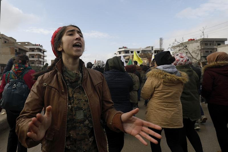 Syrian Kurds demonstrate in the northeastern city of Qamishli on December 28, 2018, against Turkish threats of a new cross-border offensive following the US decision to withdraw their troops (AFP Photo/Delil souleiman)