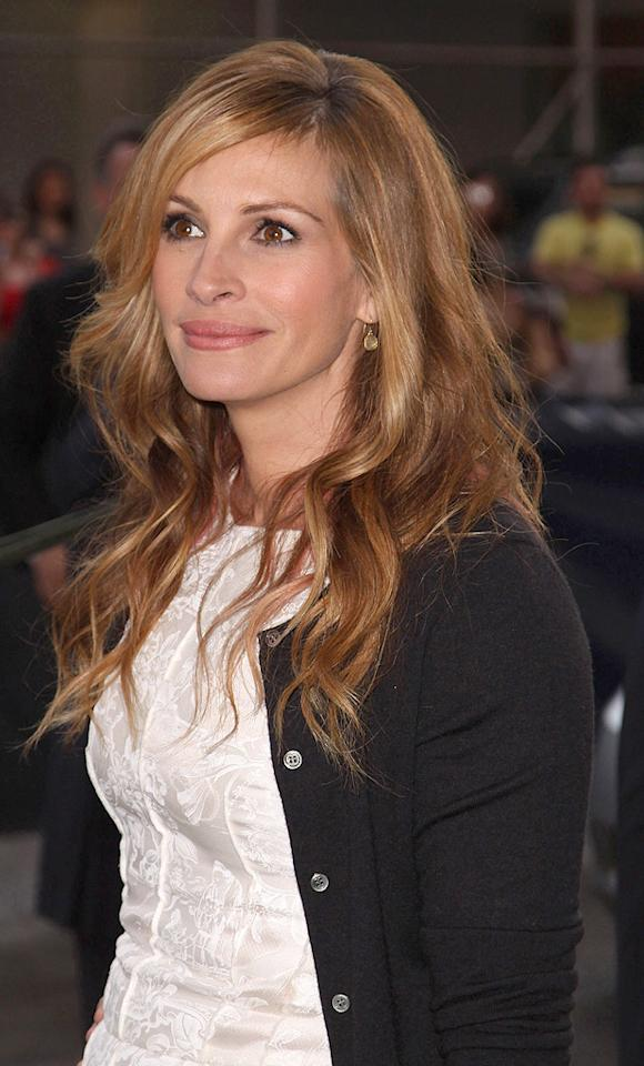 "<a href=""http://movies.yahoo.com/movie/contributor/1800019215"">Julia Roberts</a> at the 36th Film Society Of Lincoln Center's Gala tribute honoring Tom Hanks - 04/27/2009"