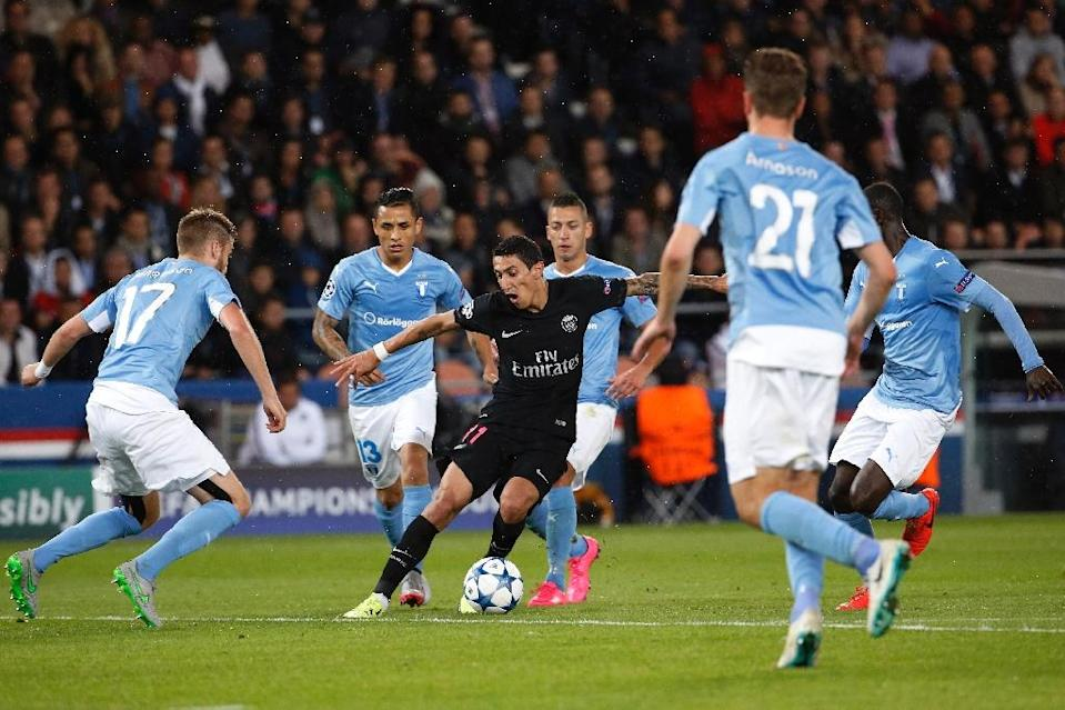 Paris Saint-Germain's Angel Di Maria (C) looks for a way through a crowd of Malmo players during their UEFA Champions League group A match on September 15, 2015, at the Parc des Princes stadium (AFP Photo/Thomas Samson)