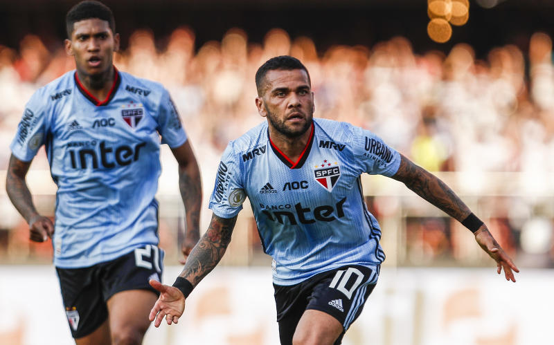 SAO PAULO, BRAZIL - AUGUST 18: Daniel Alves of Sao Paulo celebrates after scoring the first goal of his team during a match between Sao Paulo and Ceara for the Brasileirao Series A 2019 at Morumbi Stadium on August 18, 2019 in Sao Paulo, Brazil. (Photo by Miguel Schincariol/Getty Images)