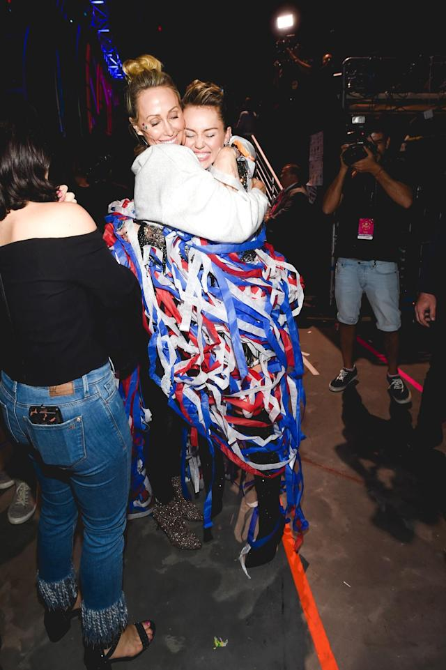 <p>LAS VEGAS, NV – SEPTEMBER 23: Tish Cyrus (L) and Miley Cyrus attend the 2017 iHeartRadio Music Festival at T-Mobile Arena on September 23, 2017 in Las Vegas, Nevada. (Photo: Getty Images for iHeartRadio) </p>