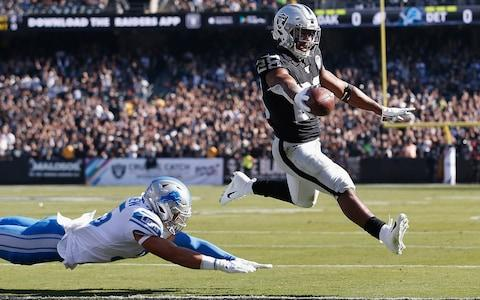 Josh Jacobs #28 of the Oakland Raiders runs the ball in for a 2-yard touchdown ahead of Miles Killebrew #35 of the Detroit Lions in the first quarter at RingCentral Coliseum on November 03, 2019 in Oakland, California - Credit: Getty Images