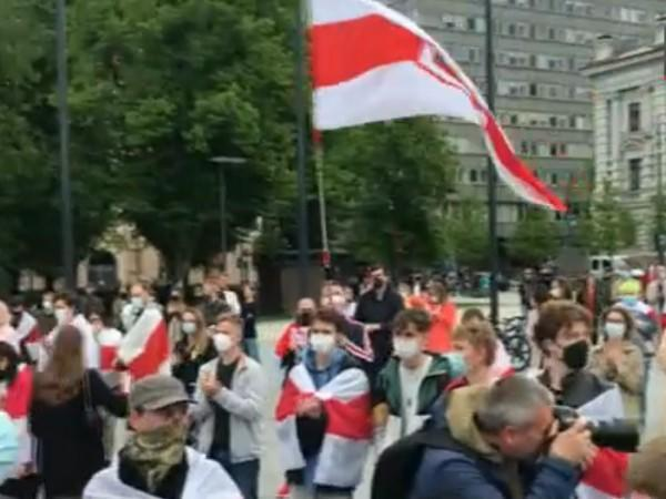 A protest being held in Vilnius demanding the release of Belarusian journalist Roman Protasevich, on Saturday. (Photo credit: NHK World)