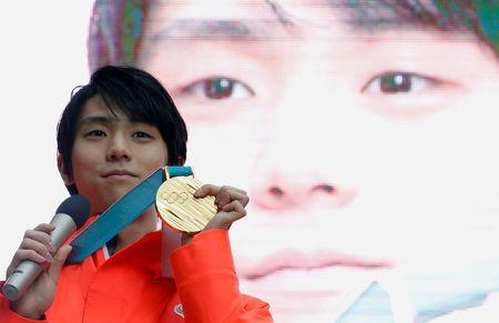 Pyeongchang 2018 Winter Olympics Men's figure skating gold medallist Yuzuru Hanyu poses with his gold medal during a fan event in Tokyo, Japan February 27, 2018. REUTERS/Toru Hanai