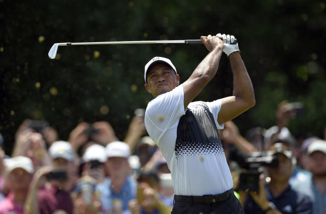 "<a class=""link rapid-noclick-resp"" href=""/pga/players/147/"" data-ylk=""slk:Tiger Woods"">Tiger Woods</a> struggles to keep successful round together Saturday at the Quicken Loans National tournament. (AP Photo)"
