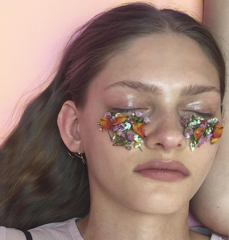 How to Cover Up Dark Circles With Flowers According to a Professional Makeup Artist