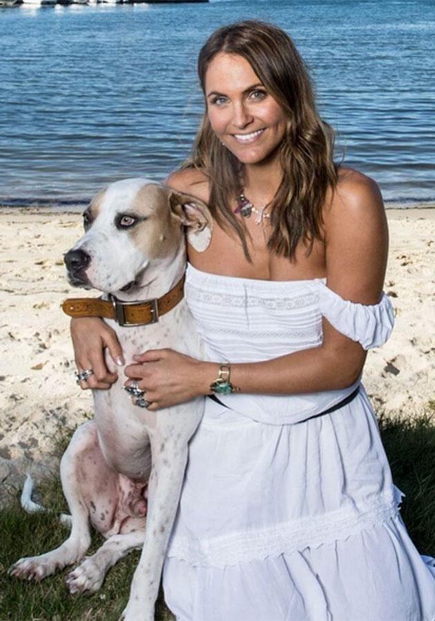 Laura poses with her dog during a single date with Matty J. Source: Channel Ten