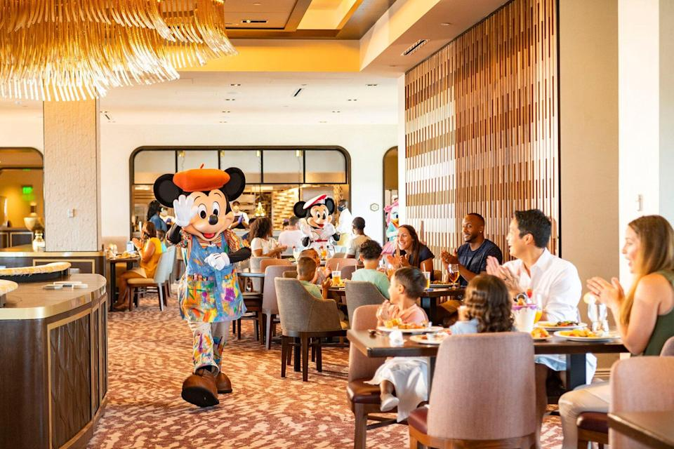 Characters during breakfast at Topolino's Terrace