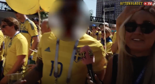 Swedish reporter Malin Wahlberg attempting to interact with Swedish fans at the 2018 World Cup.