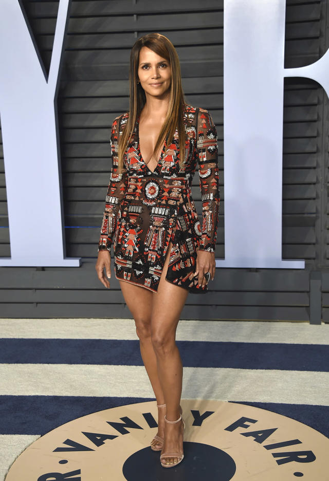 <p>The Oscar winner was all about the legs in her embroidered Zuhair Murad minidress. (Photo: Evan Agostini/Invision/AP) </p>