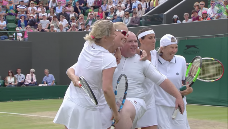 Chris Quinn poses with Kim Clijsters, Rennae Stubbs, Conchita Martinez and Andrea Jaeger after he attempted to return Clijsters's serve during Wimbledon (YouTube.