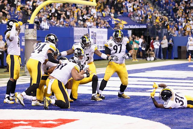 <p>The Pittsburgh Steelers celebrate after a interception by Ryan Shazier #50 against the Indianapolis Colts during the second half at Lucas Oil Stadium on November 12, 2017 in Indianapolis, Indiana. (Photo by Joe Robbins/Getty Images) </p>