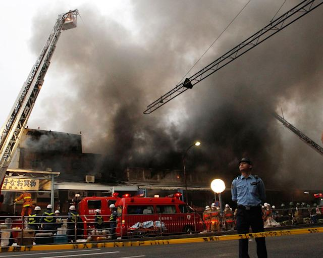 <p>Firefighters attempt to extinguish a fire at Tsukiji Fish Market on Thursday, Aug. 3, 2017, in Tokyo. No injuries were reported. (Photo: Sherry Zheng/AP) </p>