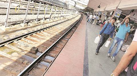 pune, pune railway station, pune robbery, pune autorickshaw robbery, pune railway station robbery, pune news, indian express news