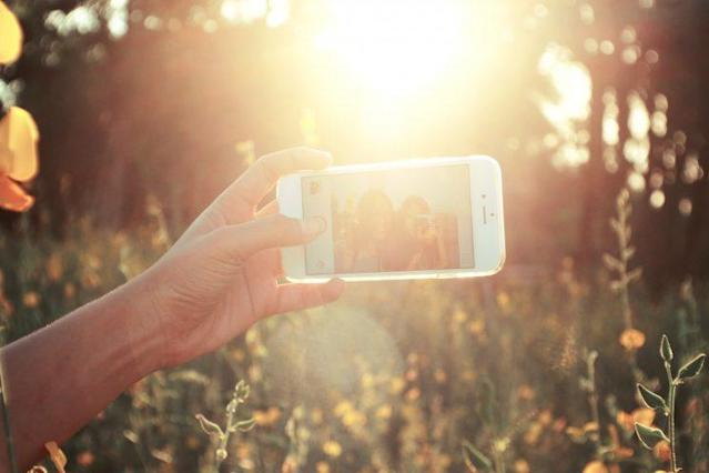 Experts are warning of the dangers of selfies [Photo: Pexels/unsplash.com]