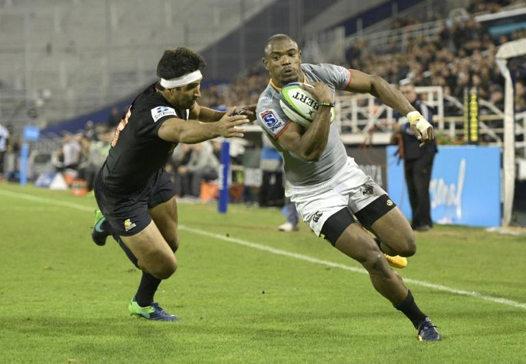 Springbok wing Makazole Mapimpi, scoring here against the Jaguares in 2017, was one of the many fine players to pull on the Southern Kings jersey