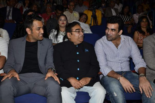 Mumbai:  Indian cricketers Zaheer Khan, Mahendra Singh Dhoni and Dr Mukesh Batra during the Dr Batra's 9th Positive Health awards 2014, Mumbai on Nov 13, 2014. (Photo: IANS)