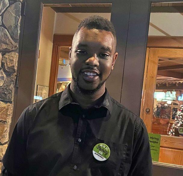 PHOTO: Alphonso Nichols, a server at an Olive Garden in Kennewick, Washington, serenades diners with his amazing singing skills. (Courtesy Olive Garden)