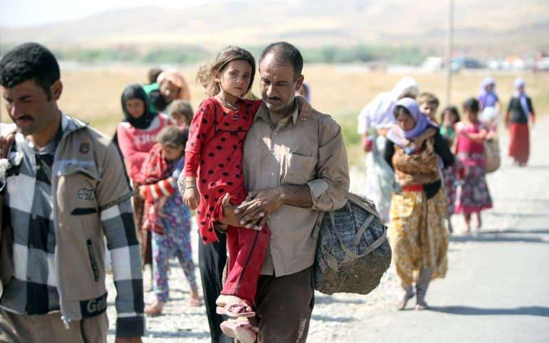 Yazidis fleeing an Isil advance on Sinjar Mountain