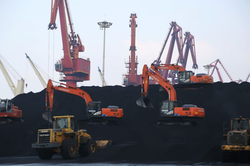 Chinese coal traders hunt for short-term buys amid virus disruption