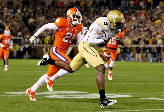 ATLANTA, GA - OCTOBER 29: Stephen Hill #5 of the Georgia Tech Yellow Jackets fails to pull in this reception against Darius Robinson #21 of the Clemson Tigers at Bobby Dodd Stadium on October 29, 2011 in Atlanta, Georgia. (Photo by Kevin C. Cox/Getty Images)