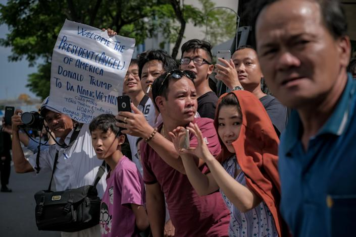 <p>Vietnamese cheer as the convoy transporting President Donald Trump passes by on Nguyen Van Linh Road on Nov.10, 2017 in Danang, Vietnam. (Photo: Linh Pham/Getty Images) </p>