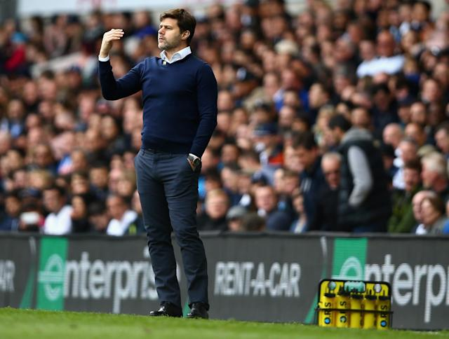 <p>Spurs manager Mauricio Pochettino issues orders </p>