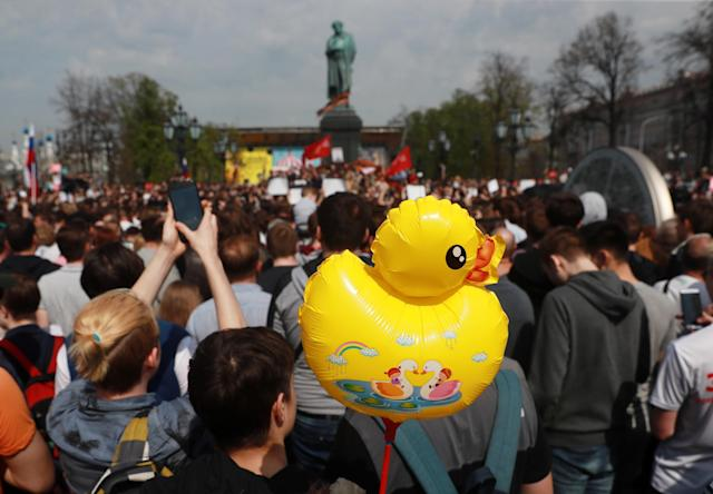 <p>People take part in an unauthorised opposition protest in Moscow's Pushkinskaya Square, Russia, May 5, 2018. (Photo: Sergei Fadeichev\TASS via Getty Images) </p>