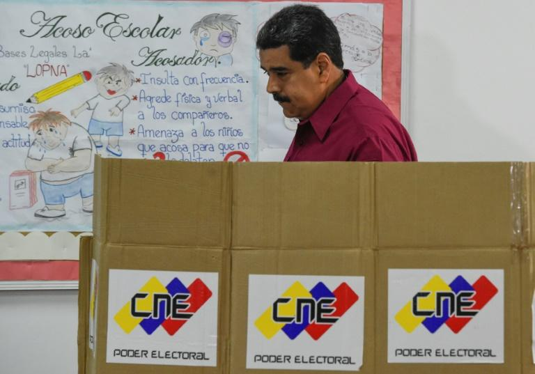 In this picture taken on May 20, 2018, Venezuelan President Nicolas Maduro casts his vote in the presidential election