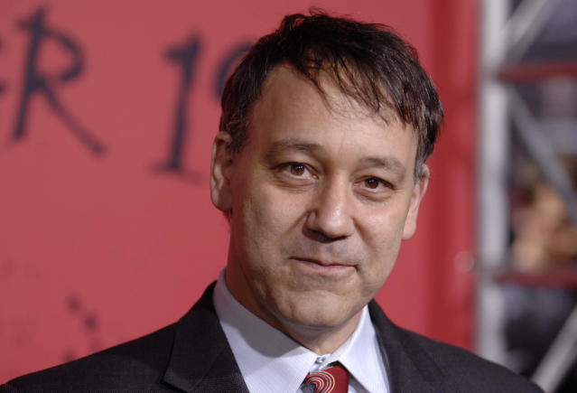"The producer of ""30 Days of Night"", Sam Raimi, attends the film's premiere at Grauman's Chinese Theatre in Hollywood October 16, 2007. REUTERS/Phil McCarten (UNITED STATES)"